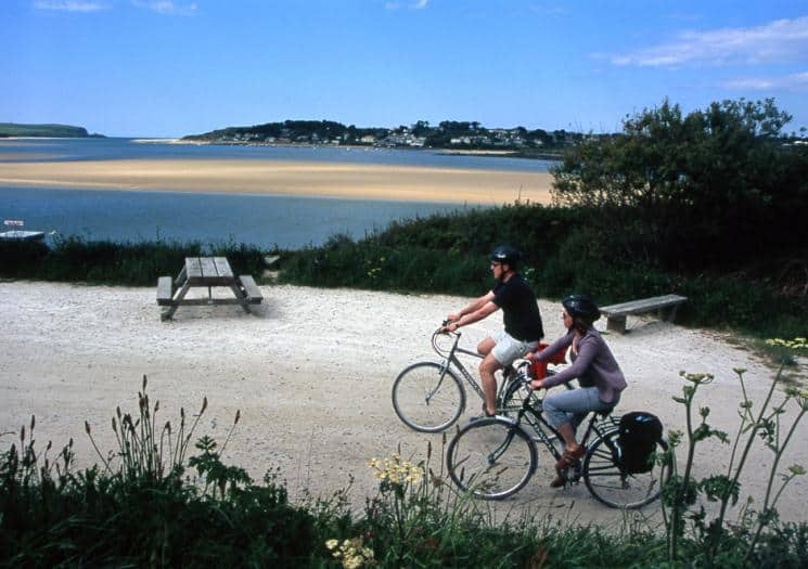cyclists on the camel trail in cornwall