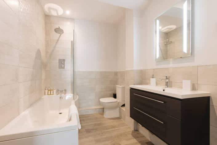 Hotel Rooms in Fowey - Accommodation Classic Double Room Bathroom