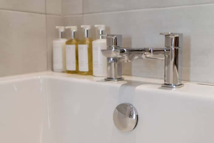 Hotel Rooms in Fowey - Accommodation Classic Double Room Bathroom Amenities