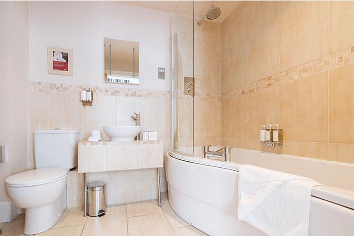 Old Quay House_Classic DoubleTwin_Bathroom_1